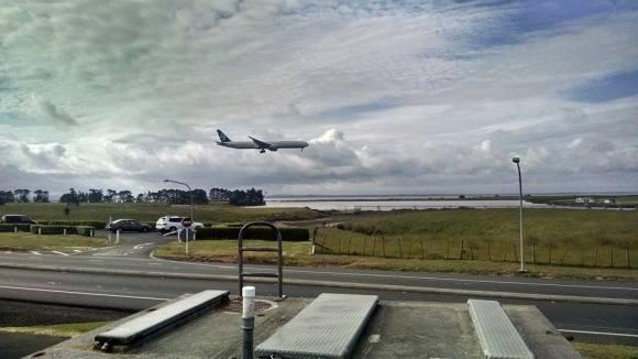 boeing 777 airplane landing