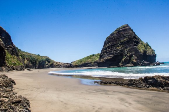 south piha beach at the lowest of low tides